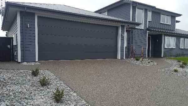 black-exposed-aggregate-concrete-christchurch-nz.png(new).jpg