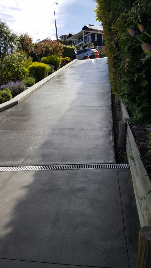 Bluestone-Colour-and-cut-concrete-Driveway(7).jpg