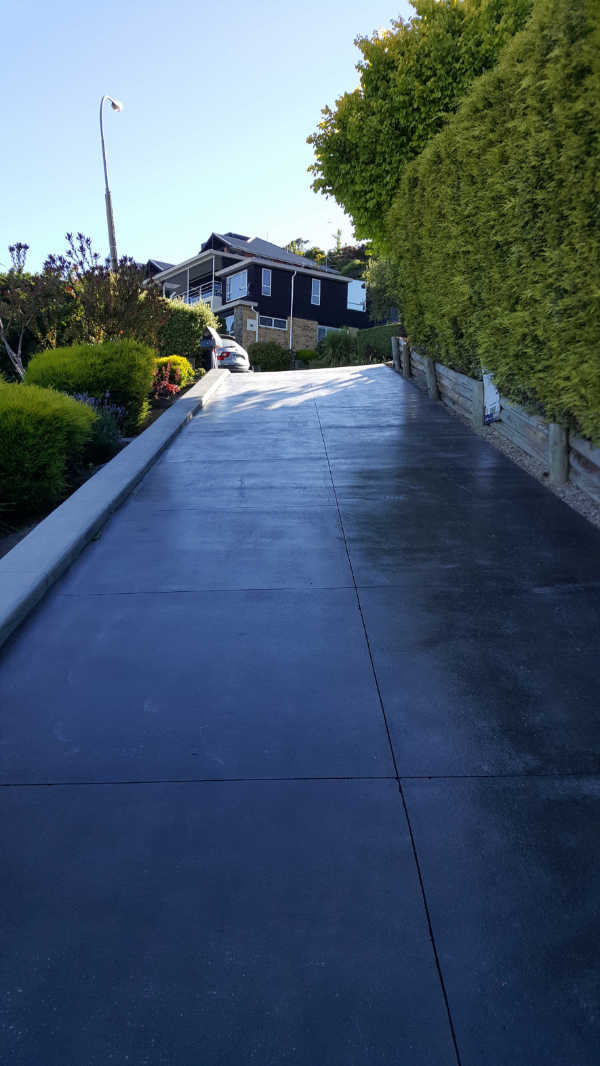 Bluestone-Colour-and-cut-concrete-Driveway-chch (2).jpg