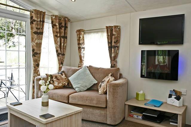 Snowdon Lounge 2.jpg