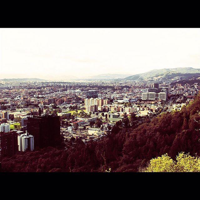 #Fbf to that beautiful city in #Colombia, #Bogota. 🇨🇴 Feels great to #travel this #world doing what you #love. #MiradordelaCalera  #music #trabajandodelanochealamanana #rakasencolombia #rakastylo #soyraka #lfestival2015 #blessed 🙏🏽.. 📱 x 📷 : #yourstruly