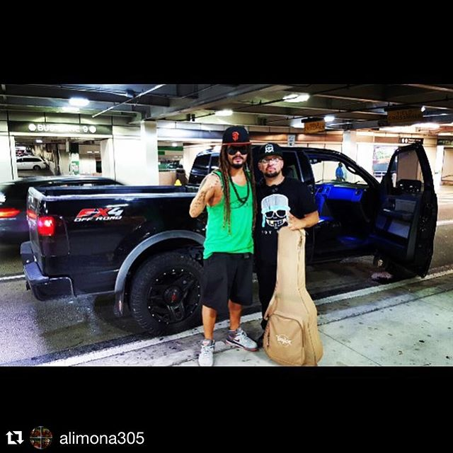 #Miami living with my long time homie and talented #venezuelan #artist @alimona305 .. #rakastylo #RakasinPanama #SoyRaka #southbeach #iminmiamibitch #Boom .... ... #Repost ・・・ Bienvenido a Miami-beach @_styl0  este Pana Es uno de los mejores productores de San Francisco. A trabajar se a dicho let's make some  hits 🔥🔥🔥🔥🔥🔥#producer #beatmaker #rastaman #latinreggae #reggae #miamibeach #california #venezuelanflow
