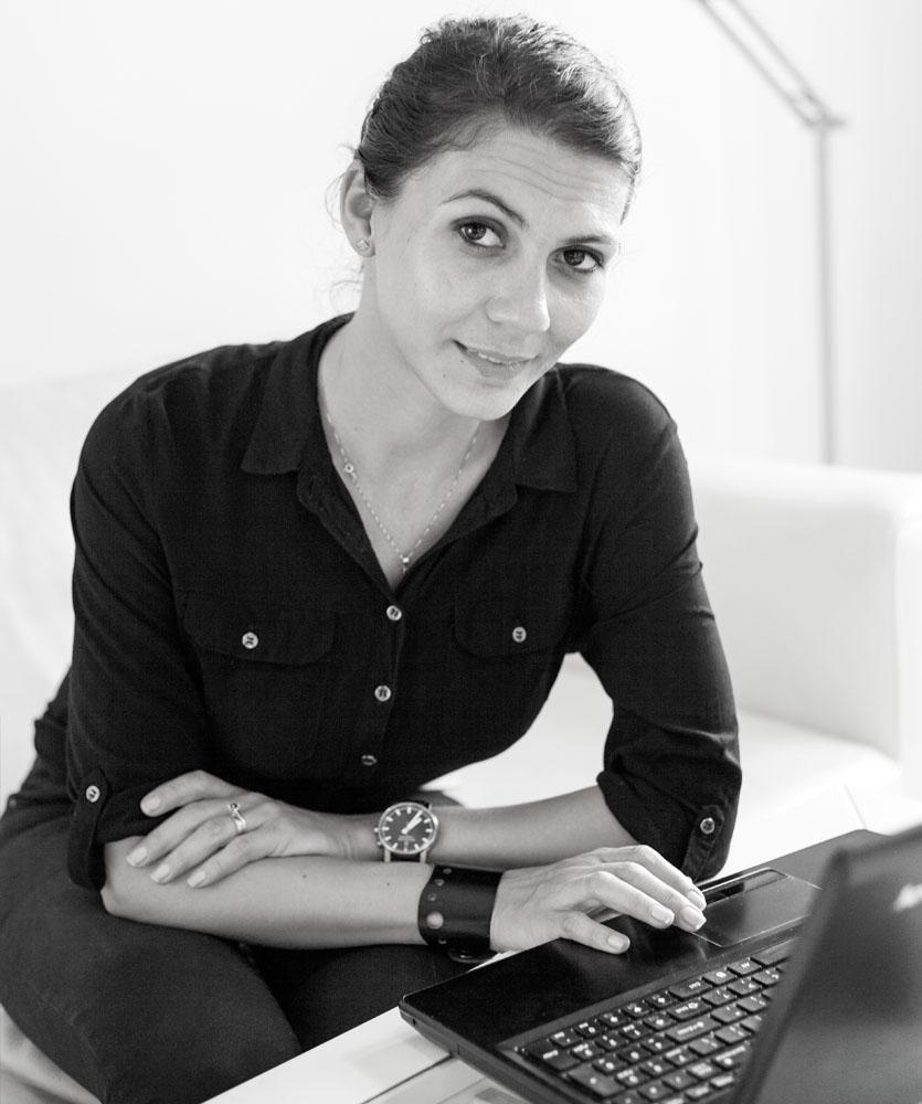 Adriana Frunza - Arhitect , master dezvoltare durabila si audit energetic  proiecte rezidentiale, cladiri de birouri, amenajariinterioare , spatii bancare , spatii comerciale.   (0743) 614-352