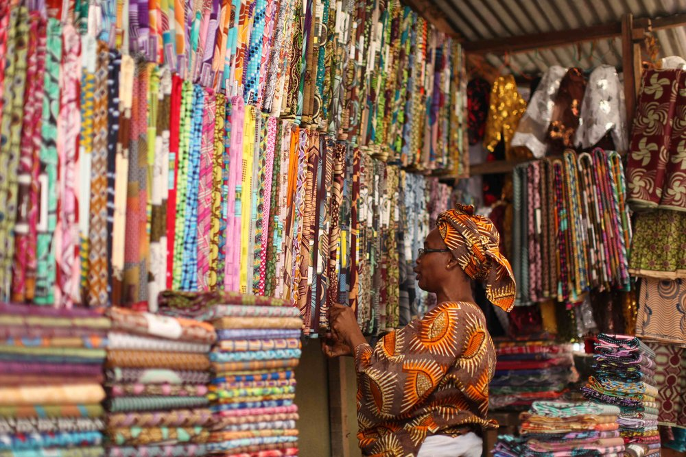 Market display: Variety of African prints displayed for sale // Source: asikereafana.wordpress.com