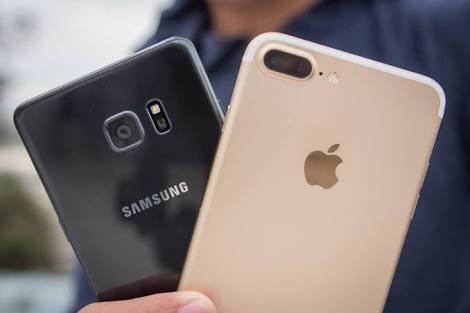 A Samsung phone and an IPhone