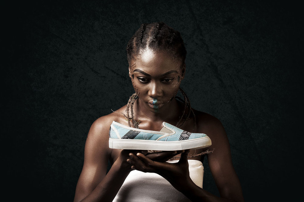 Nigerian Model, Uju Marshall sampling Tunde's Enthik