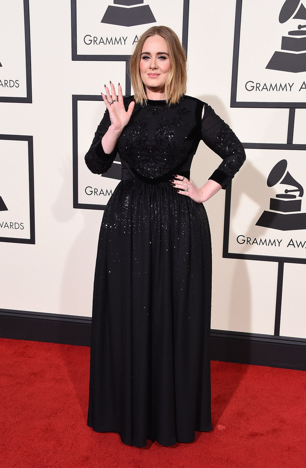 ADELE WEARS MODEST