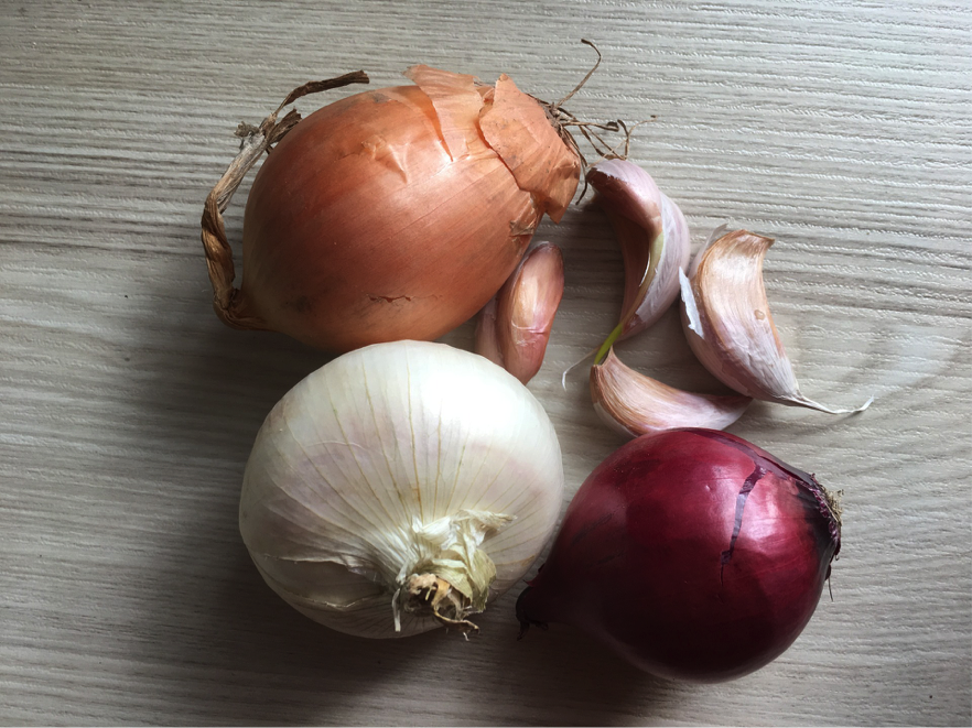 prebiotic rich foods. Onion, garlic