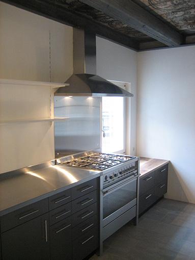 Küche mit grossem Gasherd