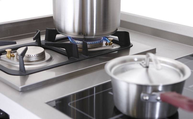 extraction hoods for gas appliances should over-sail equipment by a minimum of 300mm