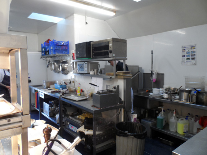 inefficient-wash-up-area-commercial-kitchen.jpg