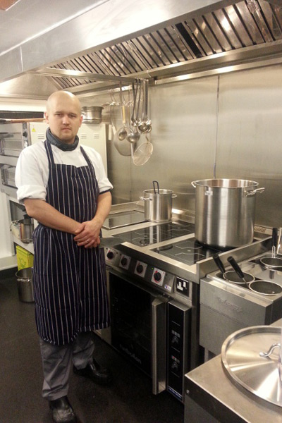 Cafe_Vergnano_chef_with_induction_range.jpg