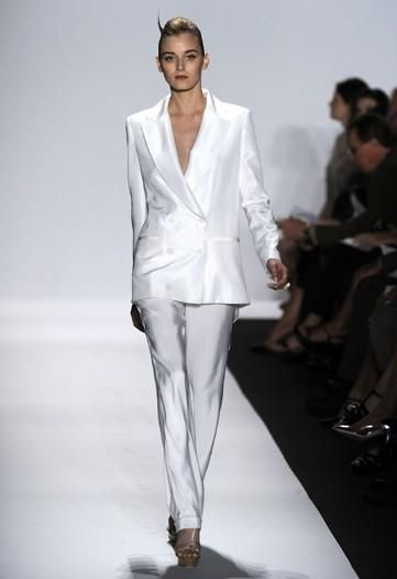 be98de0b37616f9d2a8700fed8756266--white-linen-suit-white-suits.jpg