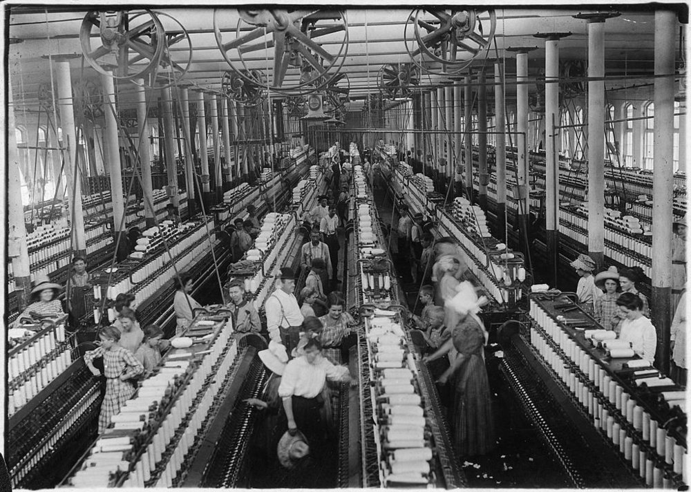 1024px-Interior_of_Magnolia_Cotton_Mills_spinning_room._See_the_little_ones_scattered_through_the_mill._All_work._Magnolia..._-_NARA_-_523307.jpg