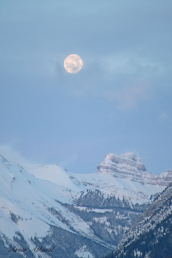 Moon over Massive Range