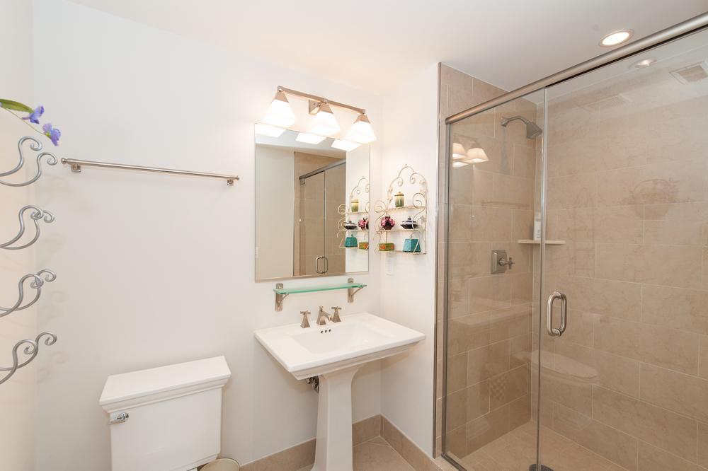 13. En Suite Bathroom
