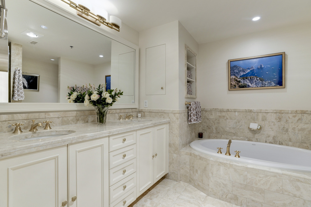 Master Bathroom with Soaking Tub & Separate Shower