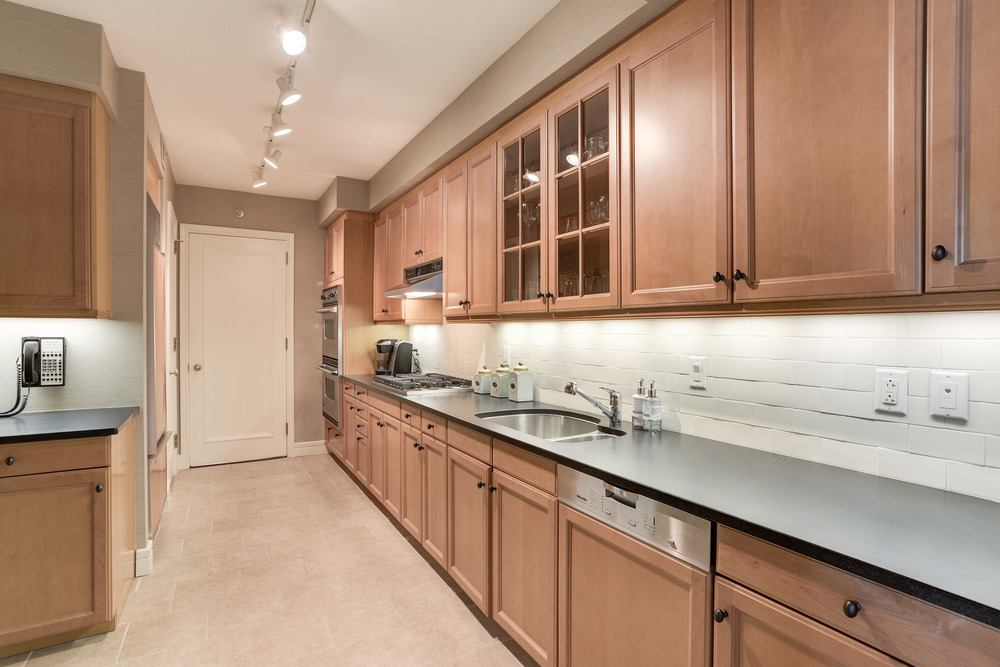 Kitchen with Leathered Granite