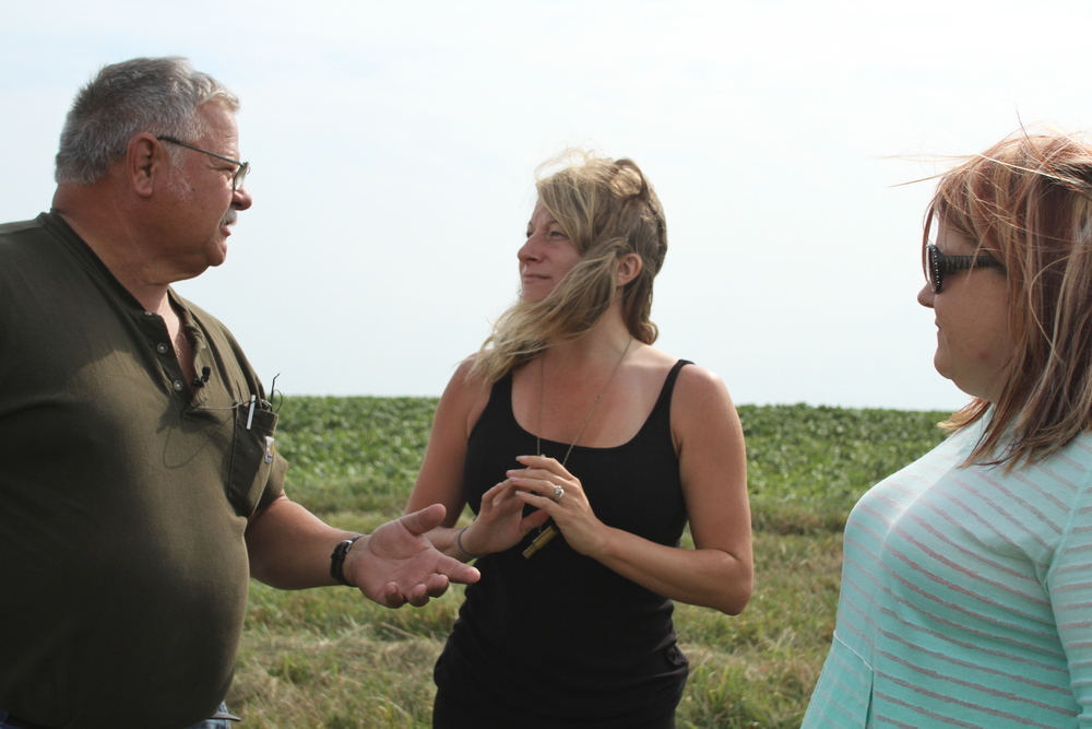 David and Jennifer explaining the usage of corn silage: feed, yes, but also lots of plastic