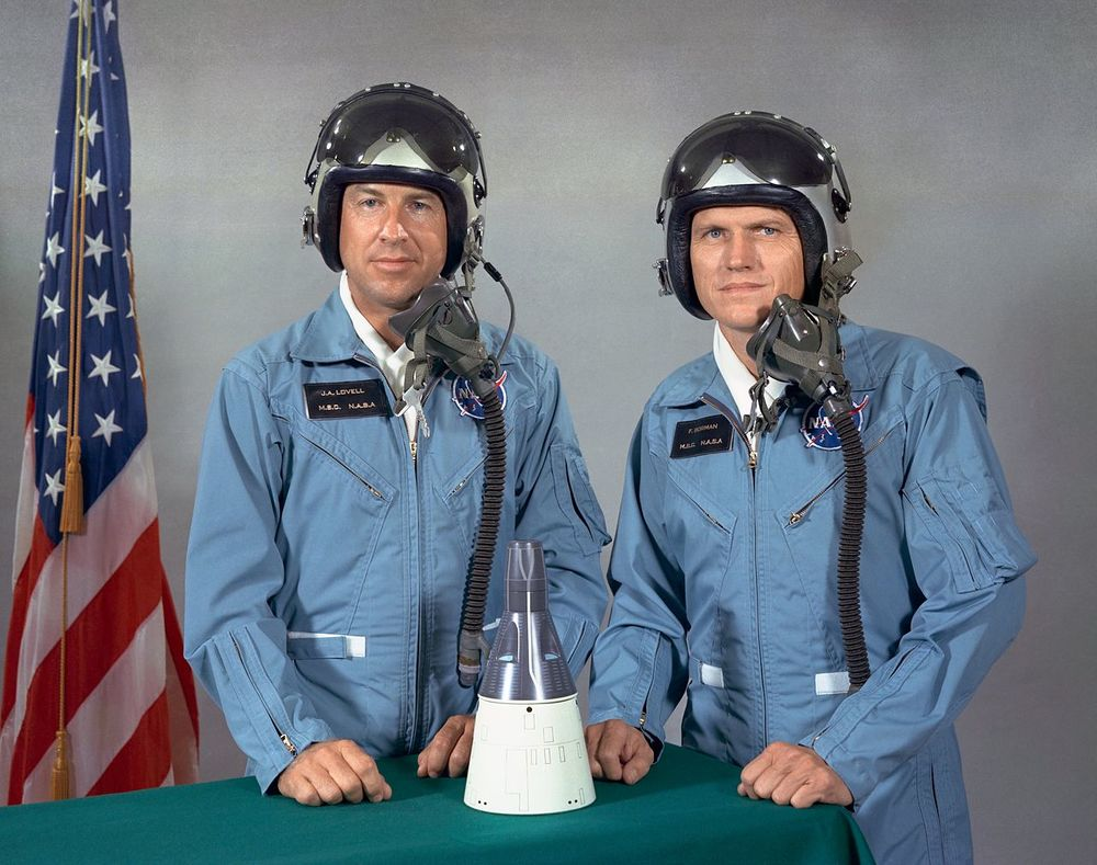 Jim Lovell (L) and Frank Borman (R)
