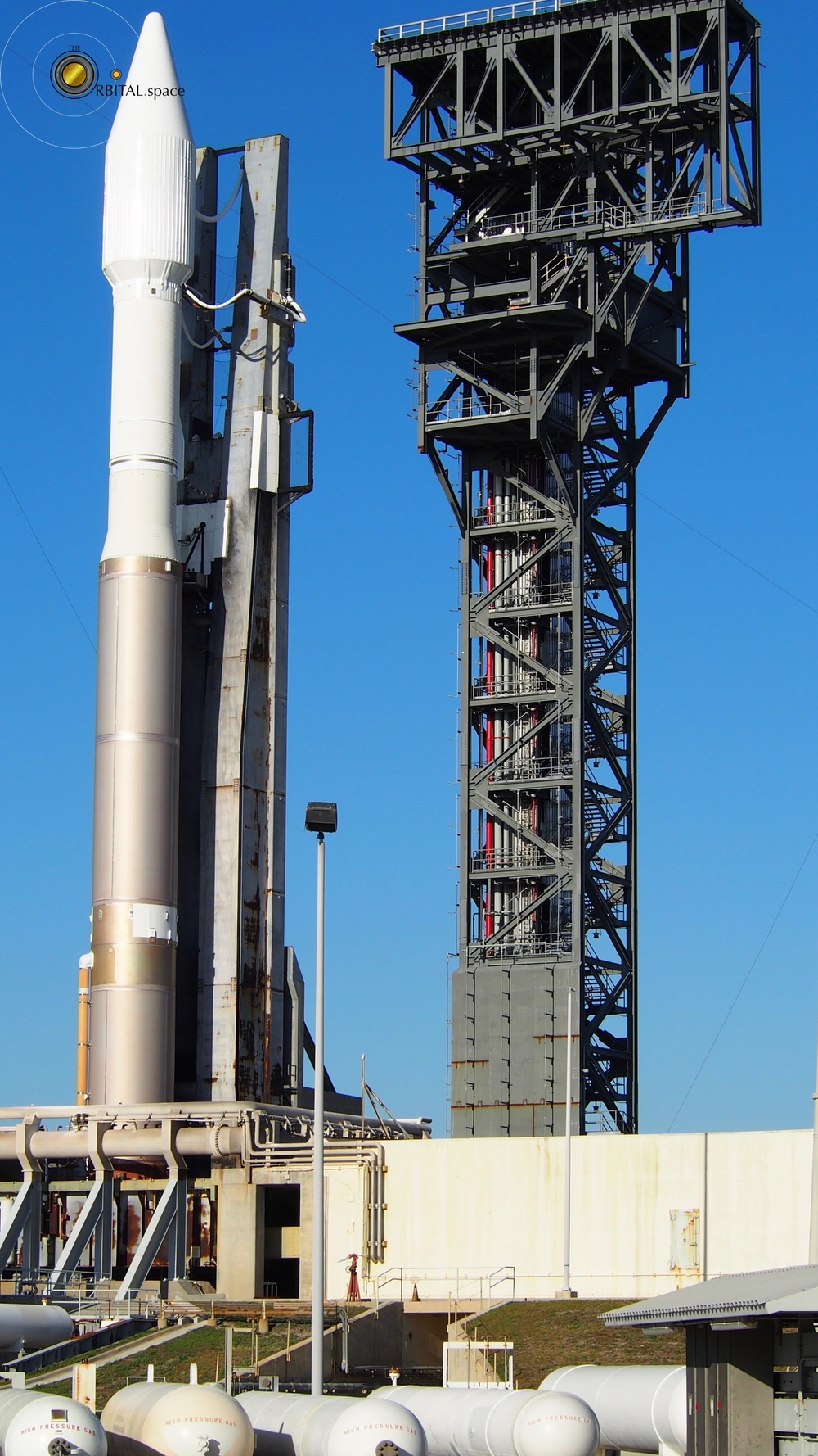 Atlas-V next to Crew Tower under construction