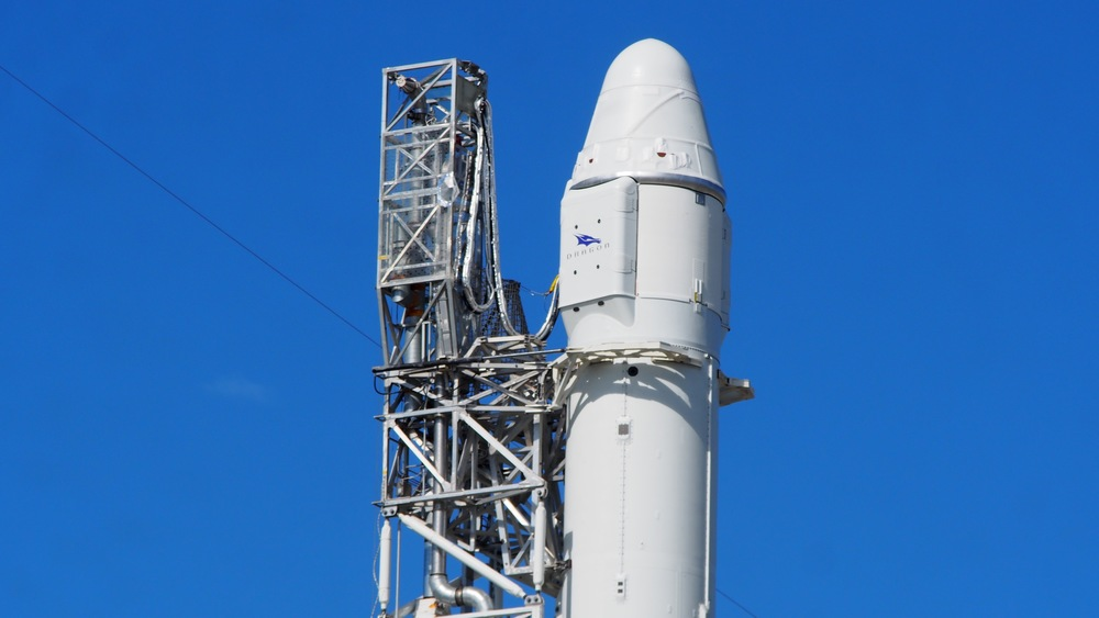 Dragon Poised for Launch atop Falcon 9