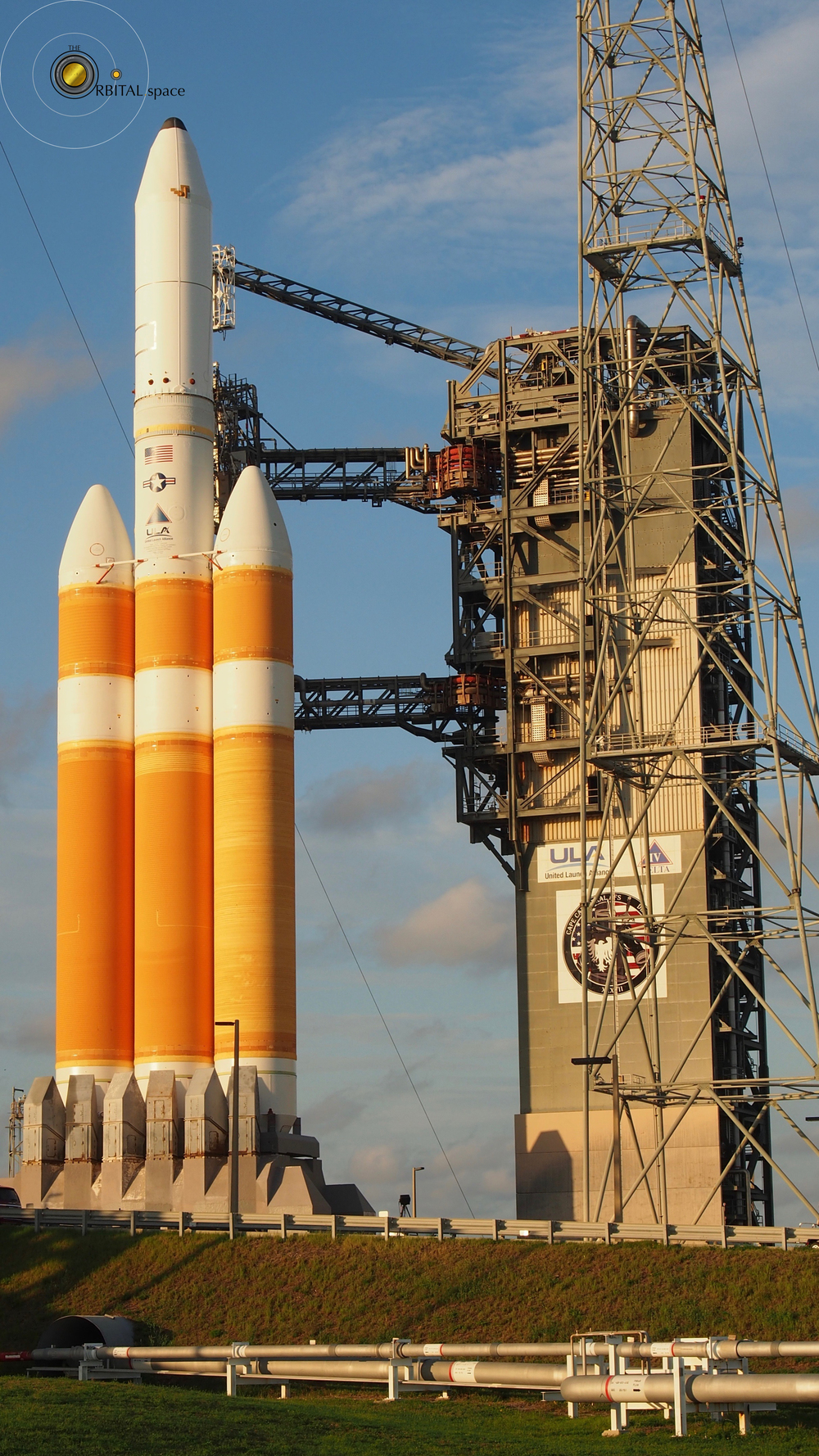 Delta IV Heavy and tower