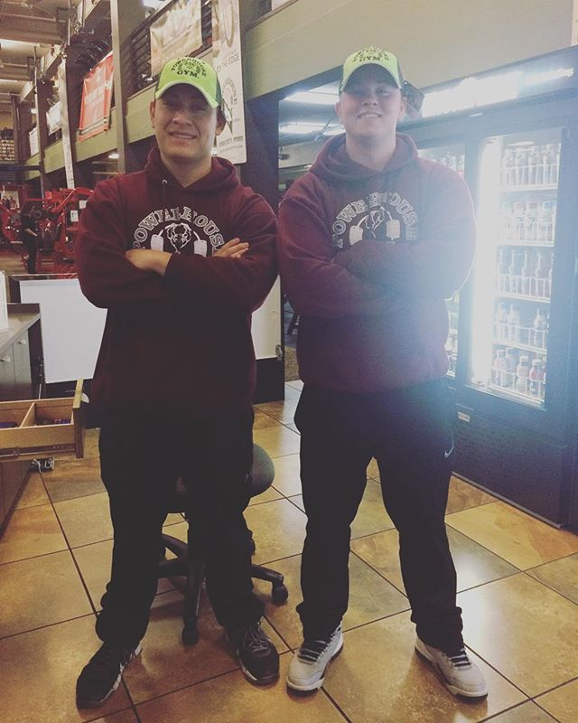When employees try to be twinsies #shenanigans #bondingmoments #bonding #twinsofinstagram #twinsters #phgsr #powerhousegym #truckerhat #matchingoutfits #getbacktowork #sunday @reidmacdonald @bleechbums