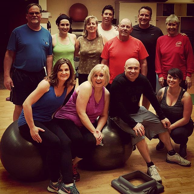 What an awesome photo of our Fit to the Core group! Come squeeze your last workout for the work week in  with Shellie for Fit to the Core at 5:30pm on Friday! #abs #core #powerhousegym #phgsr #santarosa #groupfie #groupfitness