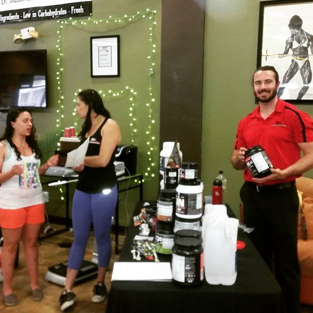 #maxmuscle in the house! Come get your body fat tested and some FREE supplement samples! Here till 7 :) #maxmuscle #powerhousegym #powerhouse #gains #gainz #supplements #maxmusclenorcal #health #fitness #santarosa #petaluma