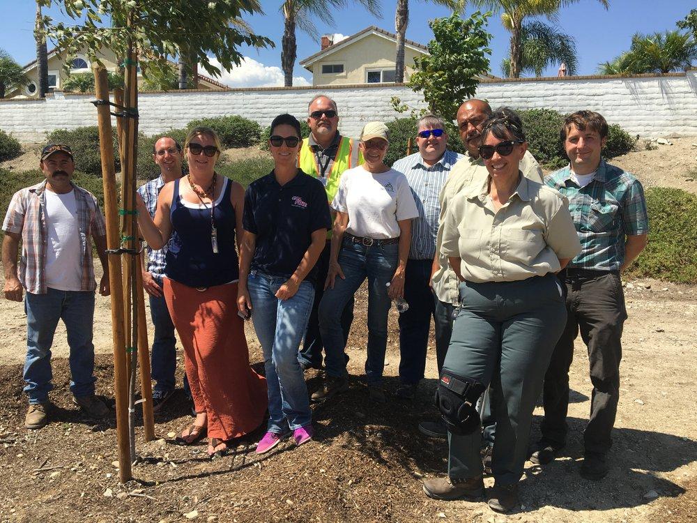 Neighborhood grow project volunteers
