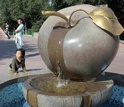 There are iconic apple sculptures throughout the city as the city is famous for their apples.