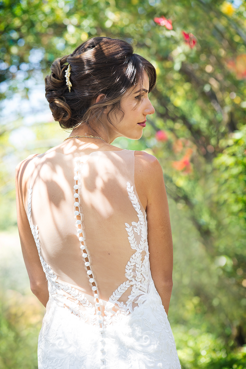 Okay, Dana -  You are simply stunning XD. I also loved the way the leaves made their own pattern on the back of her dress, mirroring the lace detail :)