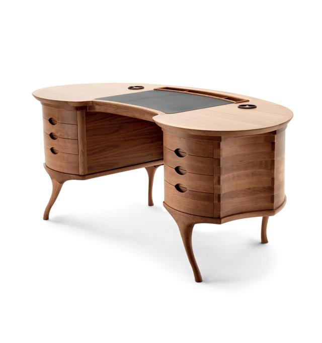 Bean. Dalla forma del fagiolo è stata progettata questa scrivania dal designer italiano Roberto Lanzerotti. Prodotta da Ceccotti Design.