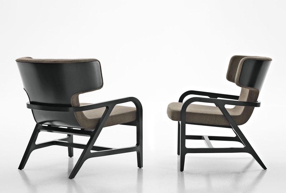 Fulgens, la poltrona di design disegnata da Antonio Citterio è prodotta da MaxAlto Design. La comodità si affaccia al futuro ancorandosi alla tradizione.