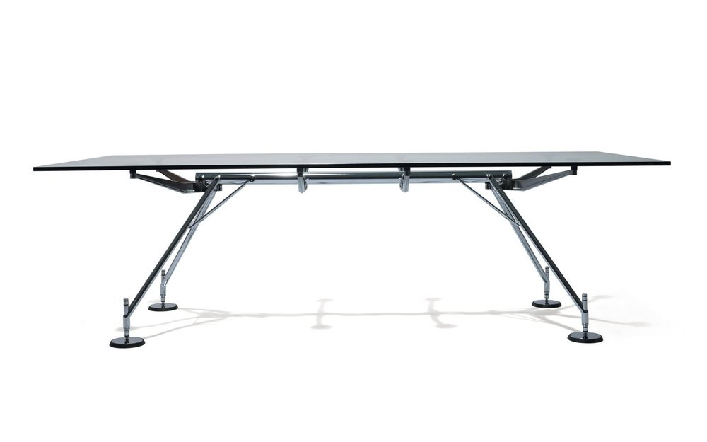Nomos, il tavolo di design disegnata da Norman Foster è prodotta da Tecno. Solidità e trasparenza, valori che vanno assolutamente accomunati ad un'azienda.