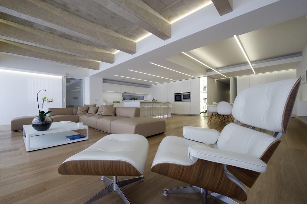 Divano:  Shangai ,   Poliform  |  Poltrona:  Lounge Chair ,   Vitra  | Tavolino:   Sixty ,   Rimadesio