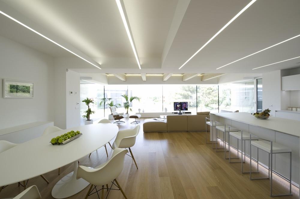 Sedie:  Eames Plastic Chairs ,   Vitra | Tavolo:  Saarinen ,   Knoll