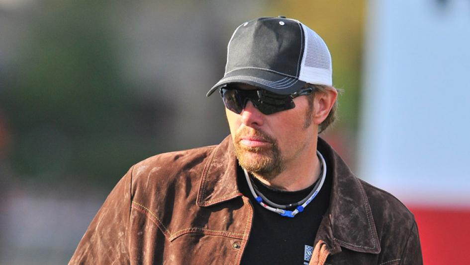 Racehorses Star Off-Stage for Toby Keith