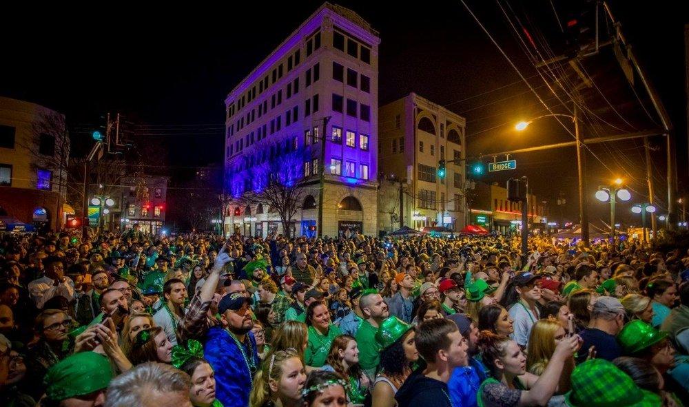 Uncle Kracker concert crowd photo by David Yerby .jpg