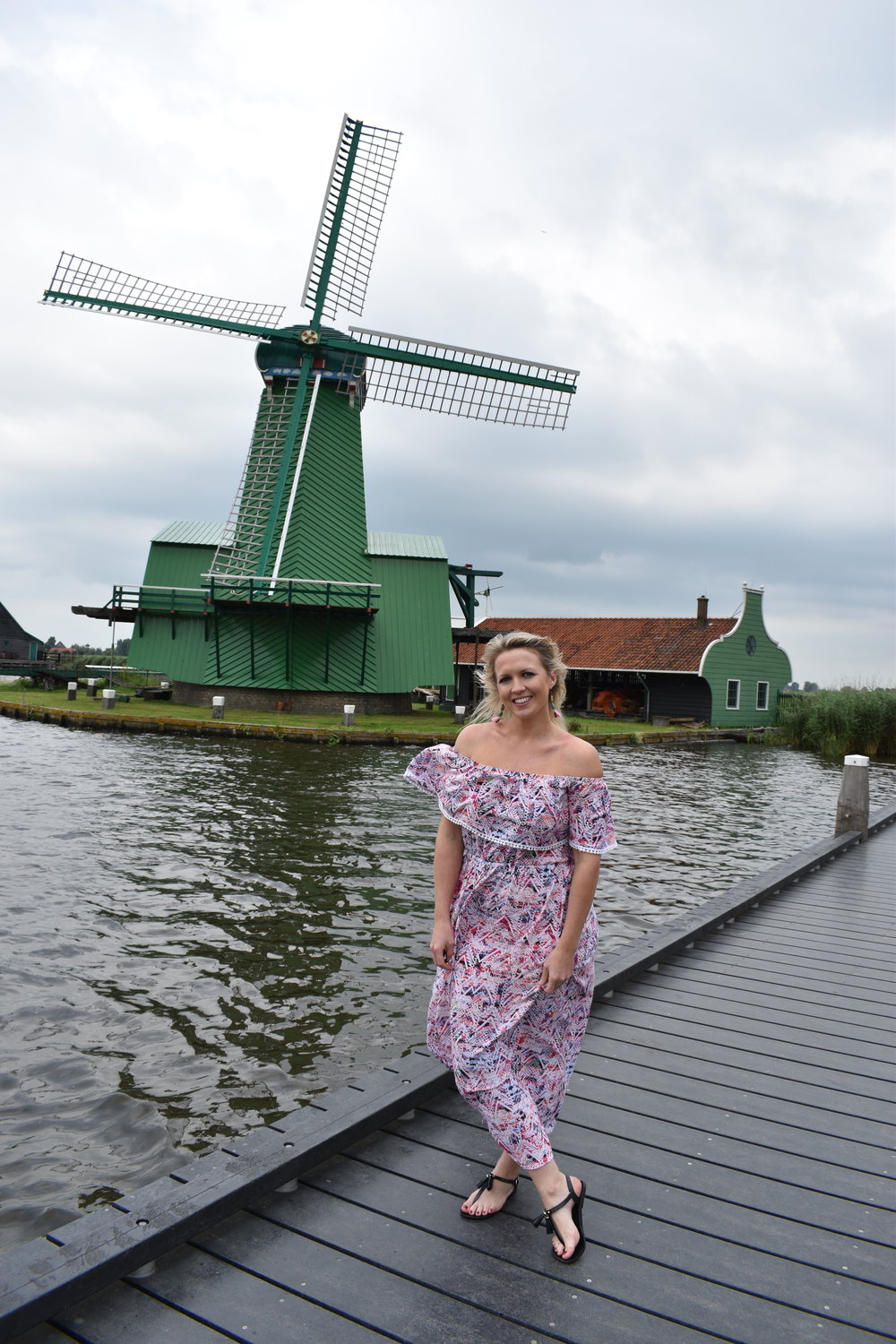 TURNS OUT IT'S PRETTY WINDY HERE - GO FIGURE. THESE AMAZING CONSTRUCTIONS ARE HUNDREDS OF YEARS OLD AND STILL USED TODAY TO MAKE ANYTHING FROM MUSTARD TO COCOA POWDER. WINDMILL TOUR, ZAANSE SCHANS.