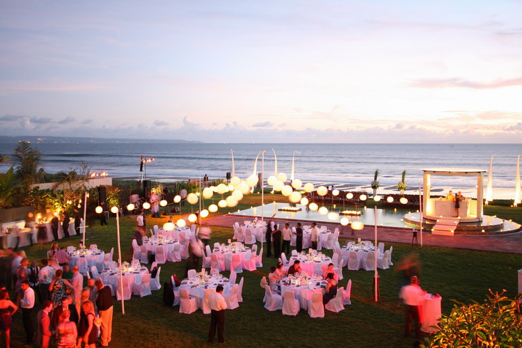 Phalosa wedding by bali for two bali for two wedding planner villa phalosa wedding at night 2g junglespirit Choice Image