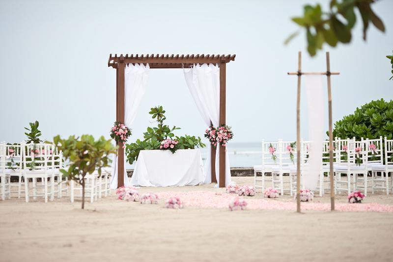 kayumanis-beach-wedding-ceremony-nusa-dua-2.jpg