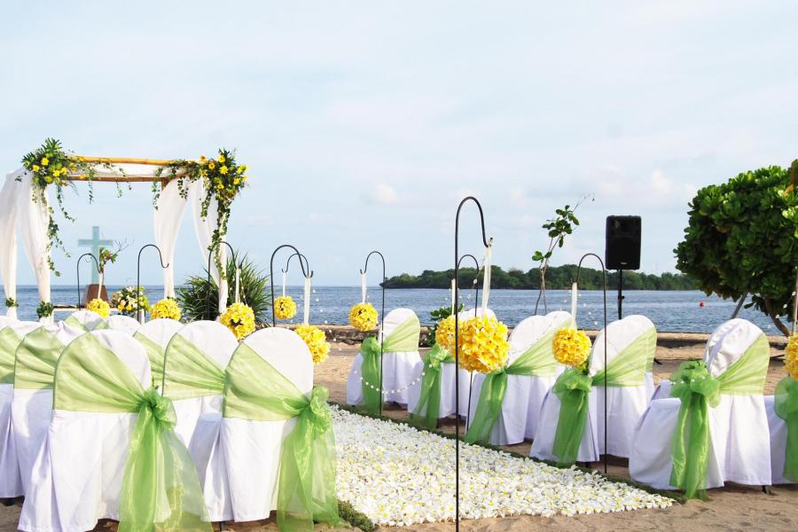 kayumanis-beach-wedding-ceremony-nusa-dua-6.jpg