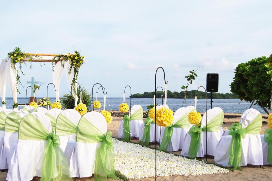 kayumanis-beach-wedding-ceremony-nusa-dua-6.jpg