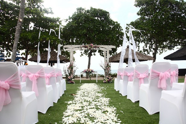 Pink-Wedding-Venue-at-Alun-Alun-617x411.jpg