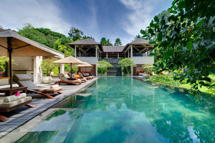pool-and-sun-loungers.jpg
