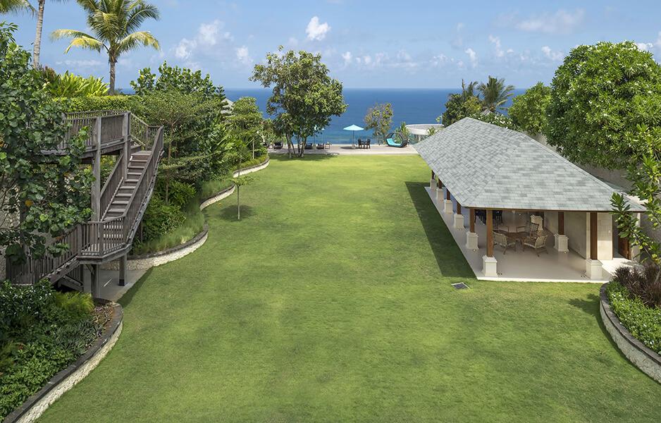 Pandawa-Cliff-Estate-Villa-Markisa-Expansive-grounds.jpg