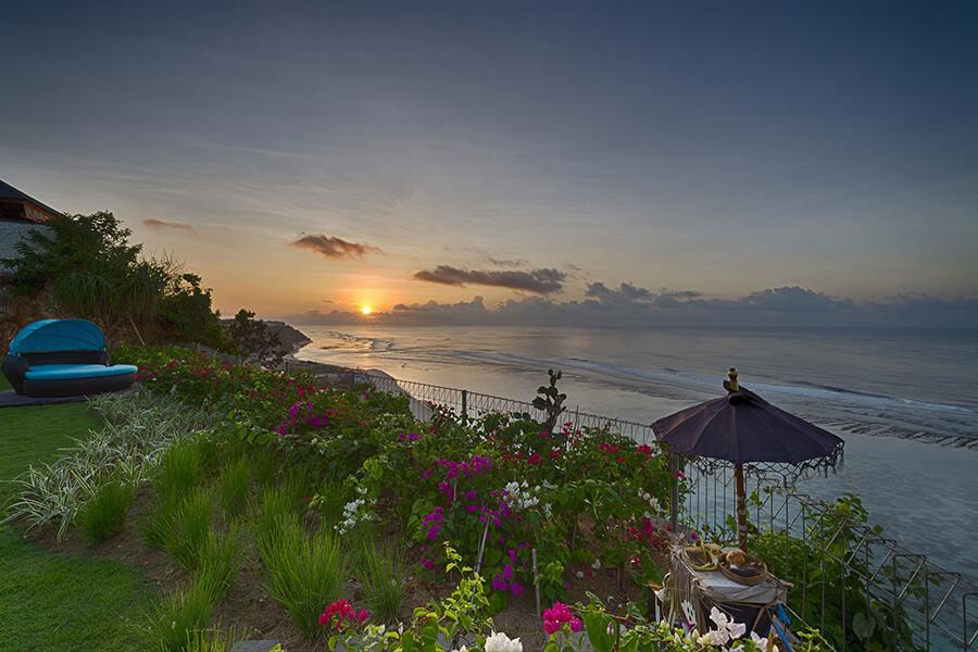 Pandawa-Cliff-Estate-Villa-Markisa-Glorious-sunrise.jpg