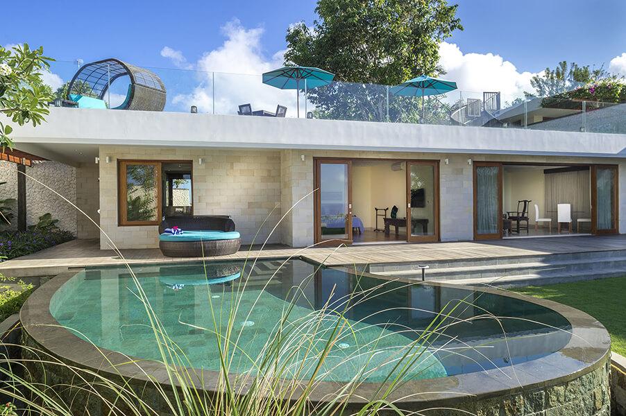 Pandawa-Cliff-Estate-Villa-Markisa-Poolside-at-the-Honeymoon-suite-.jpg